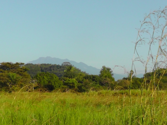 heading up the road, Volcan Baru in the distance not too much desnivel.