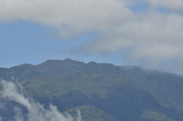 I zoomed in on the top of Volcán Barú, and you can see the communication towers on the very top, of you look very closely