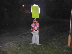 The muñeco tied to the stop sign