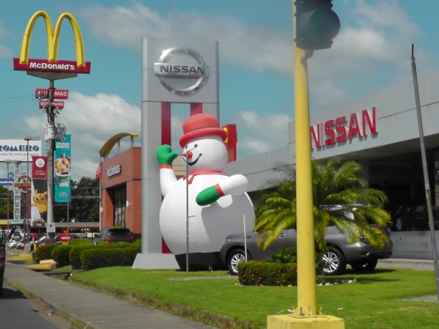 We may not have snow here, but that hasn't stopped the Nissan dealership from having a big holiday snowman out front. (Yes, we have McDonalds here, and KFC, Pizza Hut, TGI Fridays,  Domino's Pizza, and more. One day I will have to post about  how the US is taking over Panama with fast food)