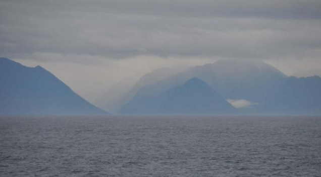 I never got tired of photographing the mountains through the haze.