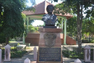This is a statue of Moscoso, a local woman who was president. The locals are very proud of this.