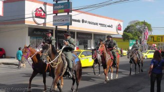 The police are also on horseback today.
