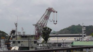 The Titan, the huge floating crane that removes the doors of the locks when they must go for maintenance.