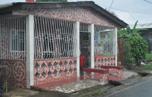 What interesting tile work on this house