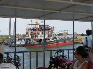 The Che Guevara ferry also seemed to be loading up.