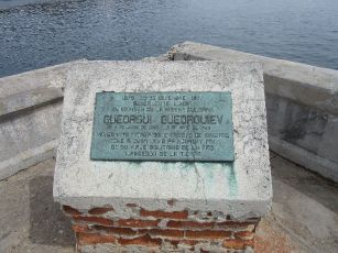 Gueogui Gueorguiev who started and ended his trip around the world here (1977)